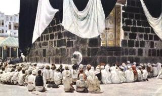 Foto dokumentasi haji tahun 1953. Sumber http://www.flickr.com/photos/chinx786/1330783641/